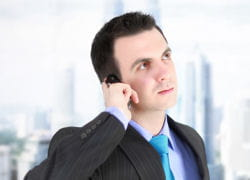l'europe baisse les plafonds des tarifs pour les téléphones mobiles.
