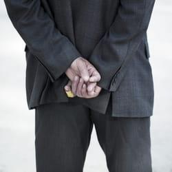 il refuse de serrer la main d'une femme? il n'est pas possible de fermer les