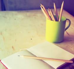 un crayon, un calepin et deux colonnes suffisent pour ce petit exercice