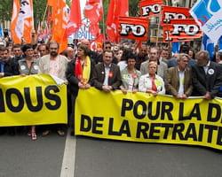 les syndicats manifestent pour la retraite.