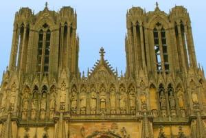 une vue de la cathédrale de reims, dans la marne.