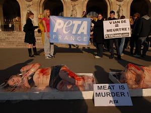 l'opération 'meat is murder' de peta est répétée à travers le monde depuis 2010.