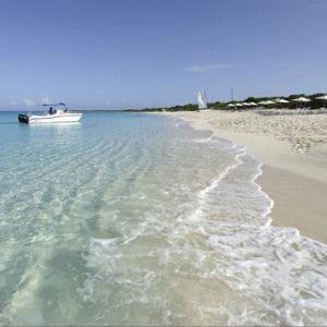 plage de l'hôtel amanraya à providenciales.