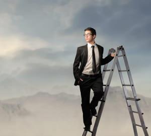 certaines postures vous aideront à grimper les échelons.