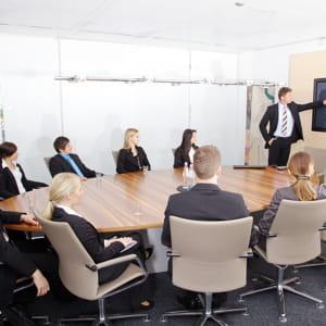 les tables rondes invitent au dialogue et ne conviennent pas au travail