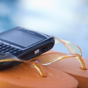 votre téléphone pro a-t-il vraiment sa place dans vos bagages?