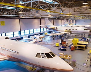 dassault aviation a construit deux falcon pour la flotte présidentielle.