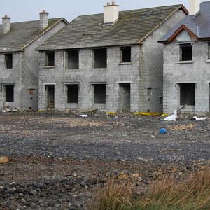 a keshcarrigan, beaucoup de constructions sont restées inachevées.