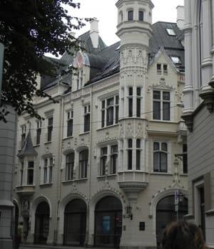 la lettonie devance la bulgarie en nombre d'enfants pauvres relatif au seuil de
