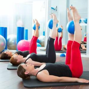 des cours de yoga et pilates sont offerts aux salariés dans les locaux de