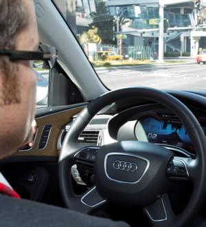 l'assistant d'embouteillage accélère et décélère sans l'intervention du