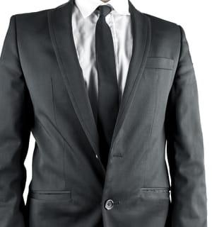 une veste cintrée n'interdit pas un peu d'aisance.