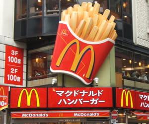 la façade d'un mcdonald's au japon.