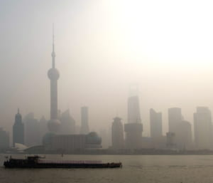 shangaï dans un nuage de pollution.