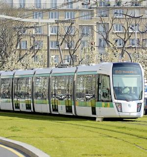 un tramway sur la ligne t3.