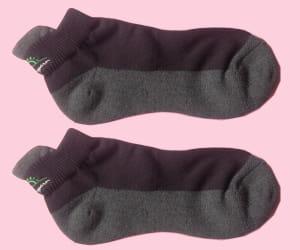 les chaussettes en charbon de bambou sont antibactériennes et régulent