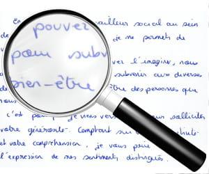 exempled'écriture alternant typographie et calligraphie.