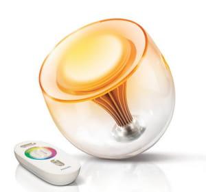 la lampe living colors de philips permet d'adapter la lumière selon son humeur.