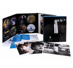 chaque coffret contient 8 films, un livret biographique et un portfolio de