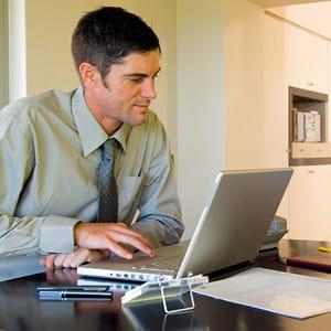 travailler de chez soi évite de s'ennuyer au travail.