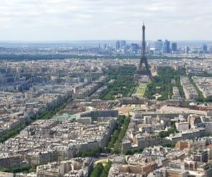 une vue de paris, en ile-de-france.