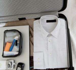 une valise correctement agencée ménage vos vêtements.