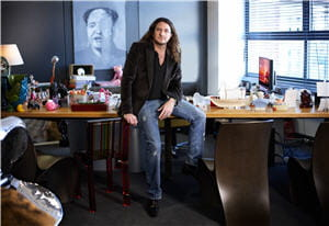jacques-antoine granjon dans son bureau.