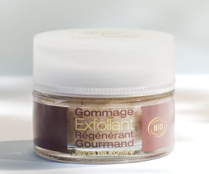 gommage régénérant gourmand pomarium, 38 euros.