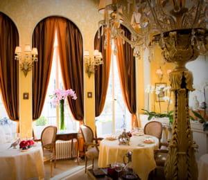 le restaurant lasserre, un lieu chic et intime pour vos rendez-vous d'affaires.