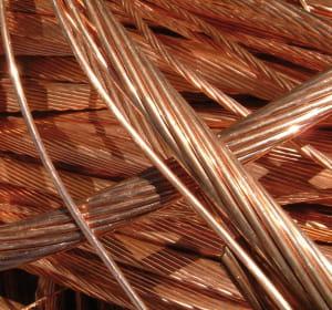 des fils de cuivre.