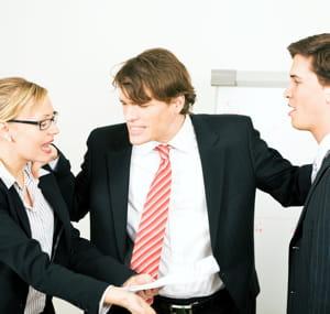 en cas de conflit, imposez-vous comme médiateur plutôt que de prendre parti.