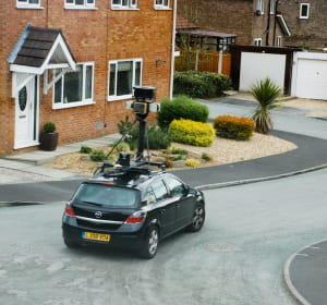 la 'google car' en test au royaume-uni.