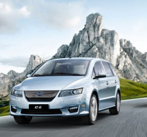 le e6 du constructeur chinois byd est idéal pour les chauffeurs de taxis grâce à