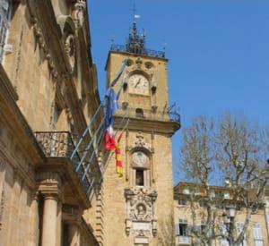 une vue de l'hôtel de ville d'aix-en-provence.