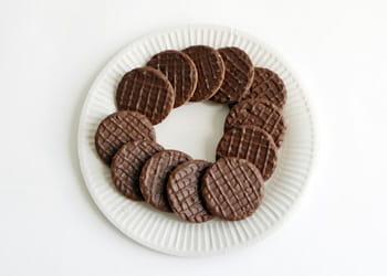 un euro = 12 biscuits nappés au chocolat