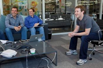 mark zuckerberg, en pleine réunion, au siège de facebook.