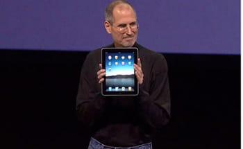 steve jobs, pdg d'apple, présente le premier ipadle 27janvier 2010, lors d'une