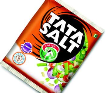 un paquet de sel de la marque tata.