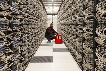 un employé d'iliad intervenant dans un des data centers du groupe