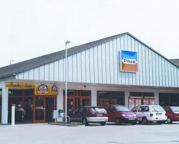 les magasins plus font partie du groupe tengelmann.