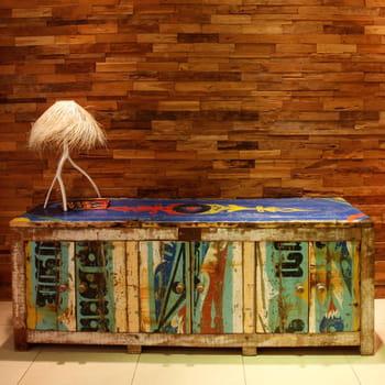 les meubles d'artlantique sont fabriqués à partir des coques de pirogues de