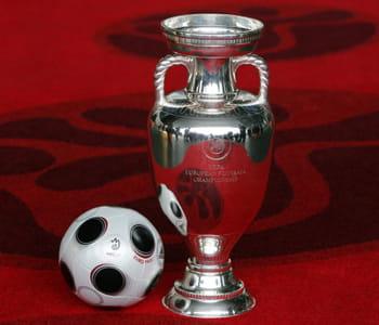 la coupe qui sera remise au vainqueur de l'euro 2008.