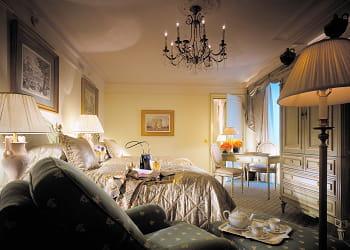 Georges v paris 735 euros la nuit les tarifs les plus bas des h tels de luxe jdn - Chambre luxe paris ...