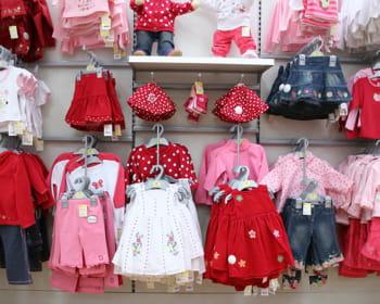 KIABI - Vente en ligne de vêtements et chaussures pour la femme, l'homme, l'enfant et le bébé. Un grand choix de lingerie, vêtements maternité, grandes tailles, linge de lit à petits prix.