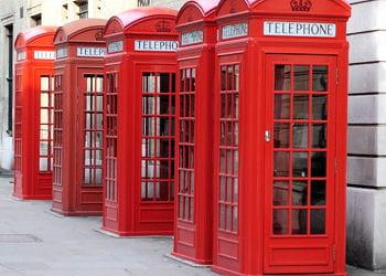 les célèbres cabines téléphoniques anglaises