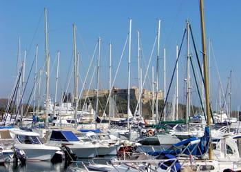le port vauban, à l'ombre du fort éponyme.