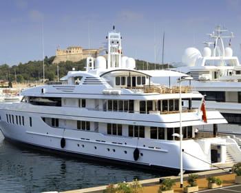 on appelle le quai qui peut accueillir les plus grands yachts, le quai des