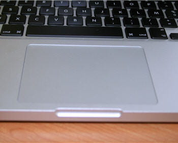 le trackpad multitouch est toujours agréable : grande surface, contact
