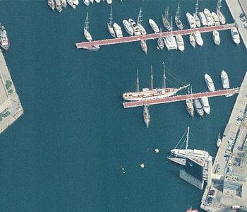 le port de plaisance de barcelone.