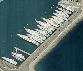 le quai des milliardaires, au port vauban d'antibes.